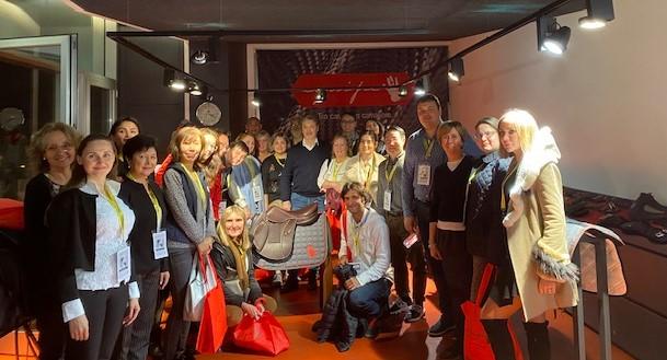 Delegazione internazionale in visita in Selleria Equipe